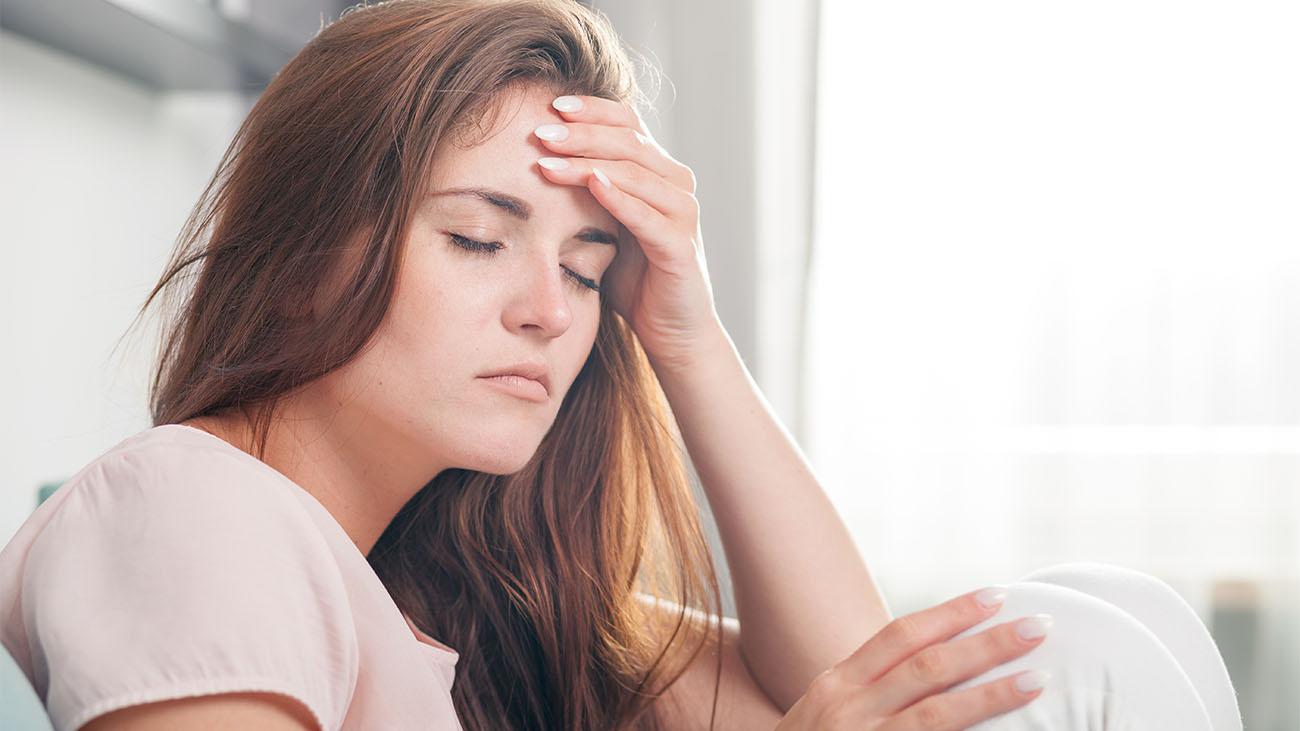 kvalme og hovedpine hver dag