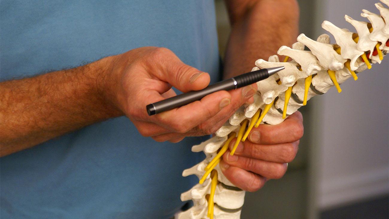 Iskias | Få råd og tips til behandling af nervesmerten