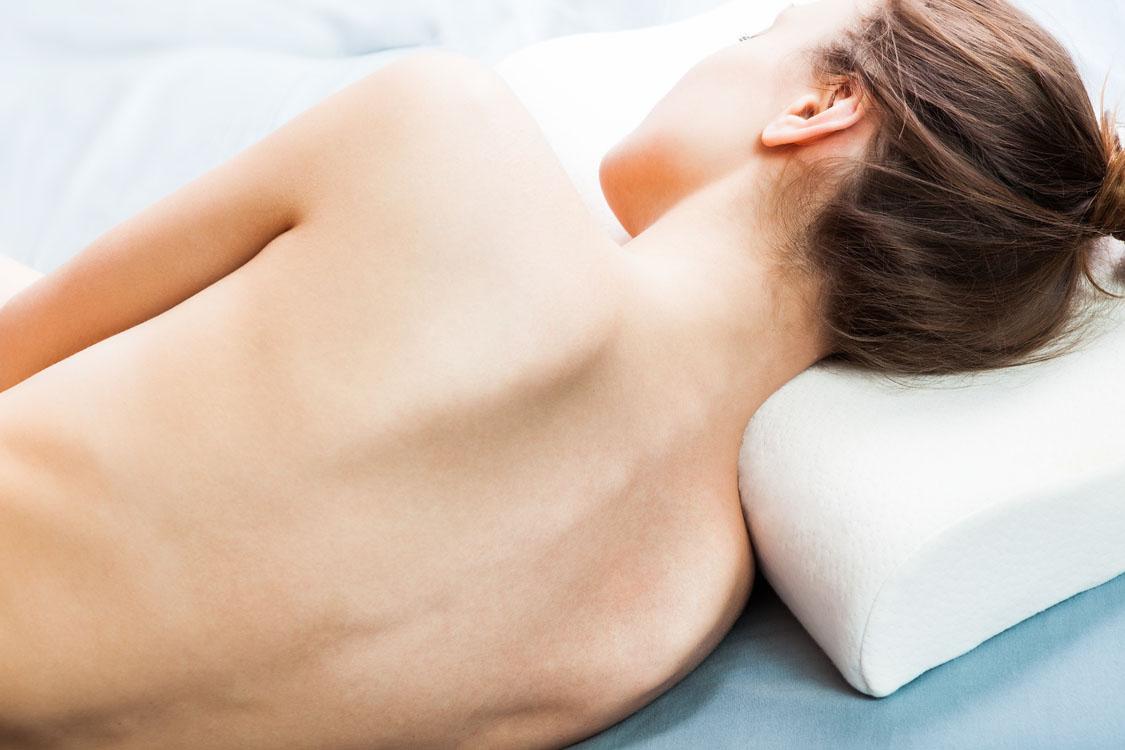 stiv i nakken øvelser for nakke og skuldre ondt i hovedet og nakken ondt i nakken øvelser hold i nakken engelsk hold i skulder nakke smerter